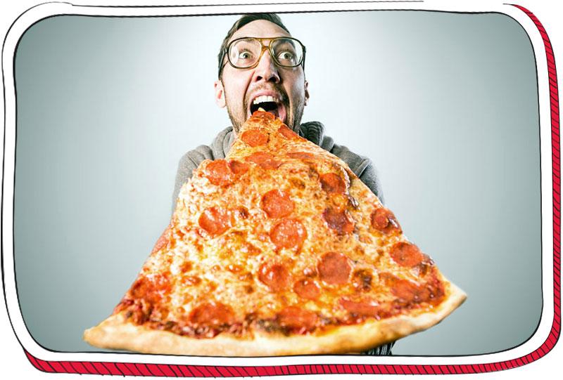 איש אוכל משולש פיצה ענקי