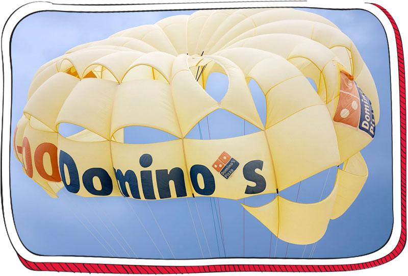 מצנח עם לוגו של דומינוס פיצה