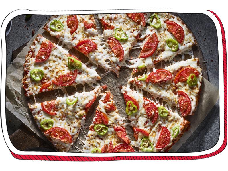 פיצה עם תוספות חתוכה
