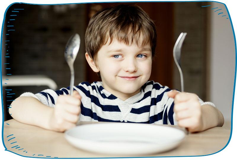 ילד מחכה לאוכל
