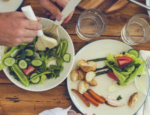 8 שיטות שיהפכו את ארוחת הערב לקצת יותר מאשר המטלה האחרונה של היום